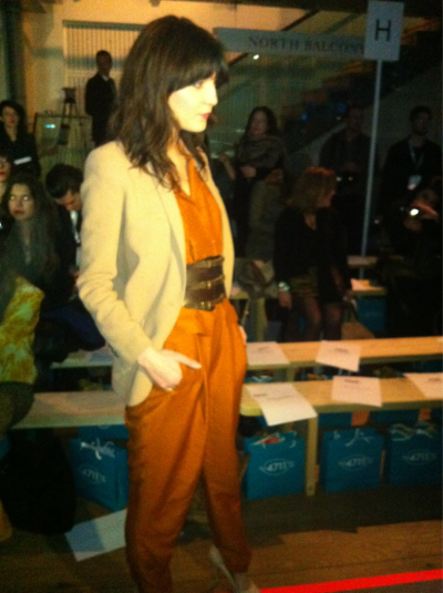 Irena Lazareanu flaunts her supermodel credentials at #MatthewWilliamson #LFW