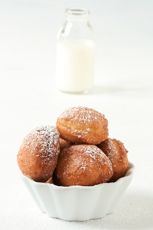 xosweeties:  lemon sour cream donuts recipe