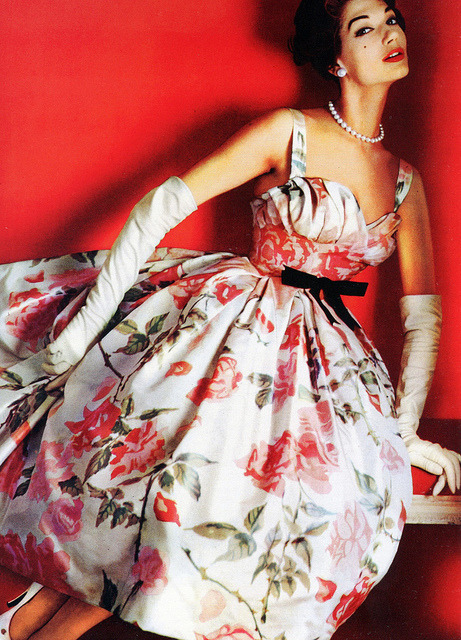 theniftyfifties:  Simone D'Aillencourt wearing a printed silk evening dress by Pierre Balmain for L'Officiel, March 1957. Photo by Philippe Pottier.
