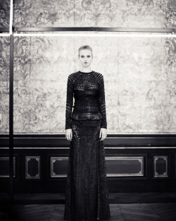 Check out ANMARI at the GIVENCHY presentation. Wow!!