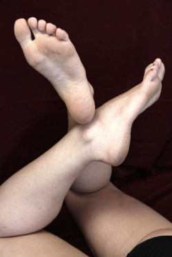 photofootart:  Flexible feet.