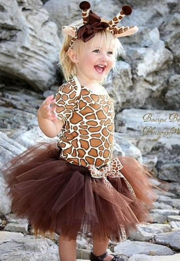 THIS.  If I ever have a daughter, she will own this.   Ohmygosh.