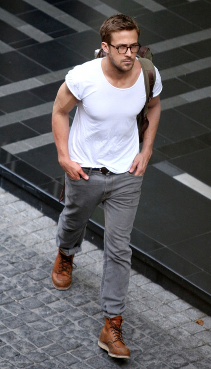 A tee and jeans? Mr. Gosling never fails in the basics.