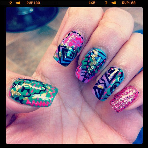 mspicasoonpurple:  Abstract nails I did..loving the color blend…