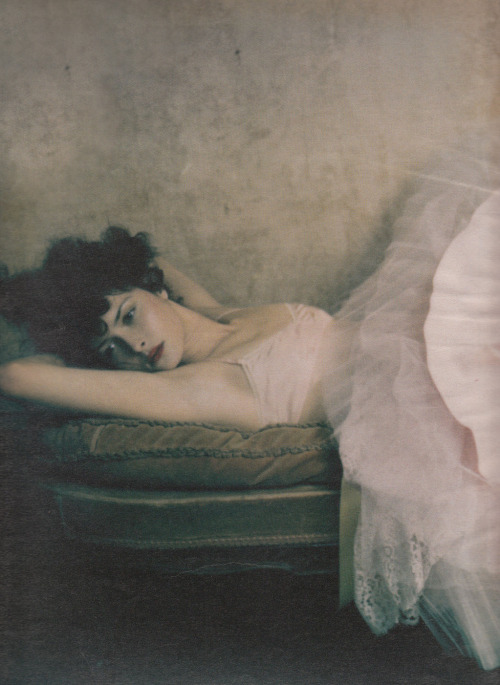 "bienenkiste:  ""Madame"". Tasha Tilberg by Paolo Roversi for W May 2001"