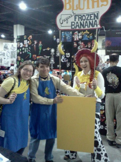 faintyoungsun:  THE MONEY'S IN THE BANANA STAND, MICHAEL!  I found myself on tumblr, now I feel famous, I HOPE YOU ENJOYED YOUR BANANA, IT WAS  A GOB SPECIALThis is tied for my favorite  cosplay ever so easily.