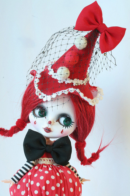 Custom blythe: petit clown rouge en cours by heliantas on Flickr.#Carnaval2012