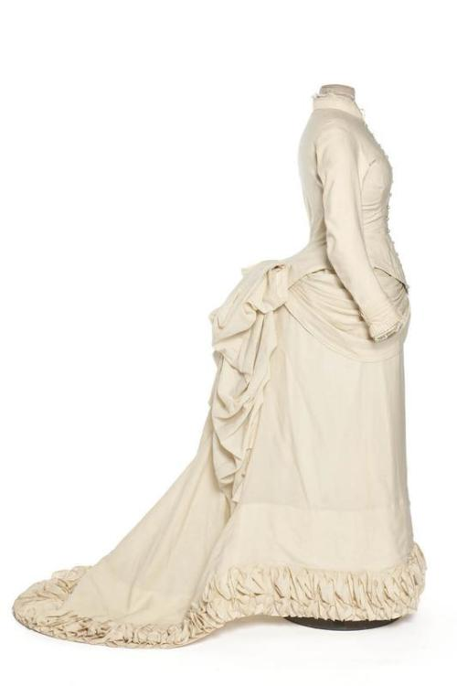 Wedding dress, 1882 Paris, Les Arts Décoratifs