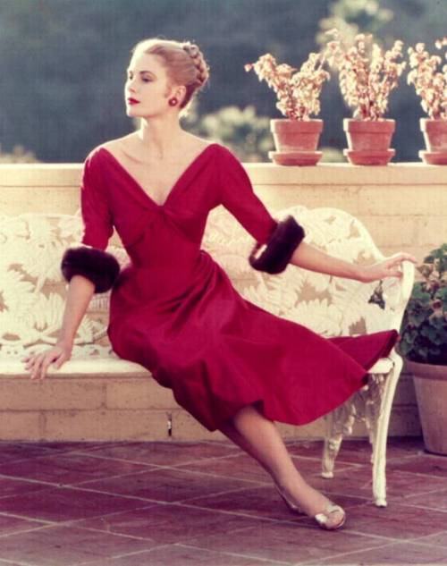 theniftyfifties:  Grace Kelly  This makes me think of Eva Peron like so much.