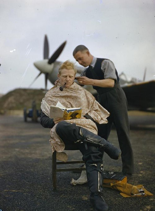 lostsplendor:  Royal Air Force pilot getting a haircut during a break between missions, Great Britain c. 1942 (via Imgur)