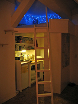 kiss-me-in-the-rain-slowly:  I WANT THIS ROOM.