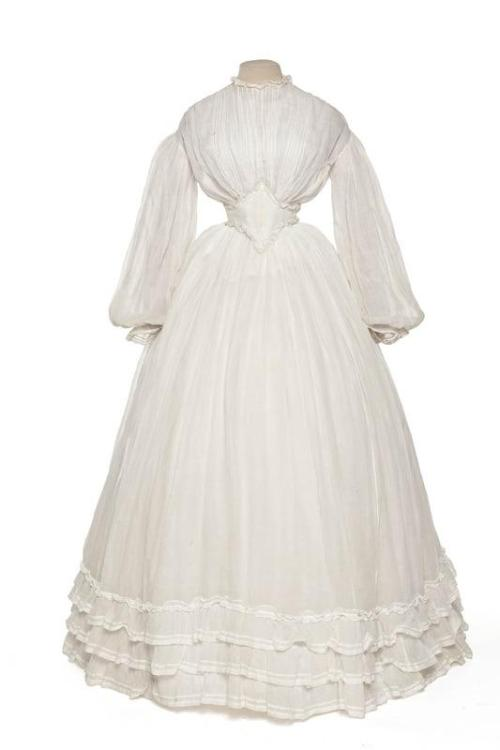 Wedding dress, 1862 France, Les Arts Décoratifs
