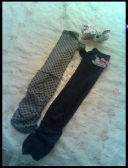 Selling a pair of ALGONQUINS Arm Warmers New, Unworn in original plastic very long and super trendy! please notice I only accept Paypal  $25 + Shipping. Please reblog and spread this around if you can! I'd like these gone asap :)