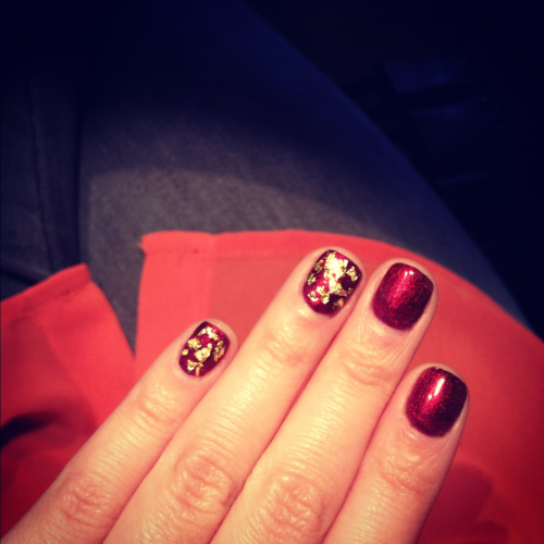 dippednails:  Playing with gold foil flakes!