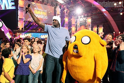 adventuretime:  With Jake the Dog and Shaq the Human… From Cartoon Network's Hall of Game Awards.