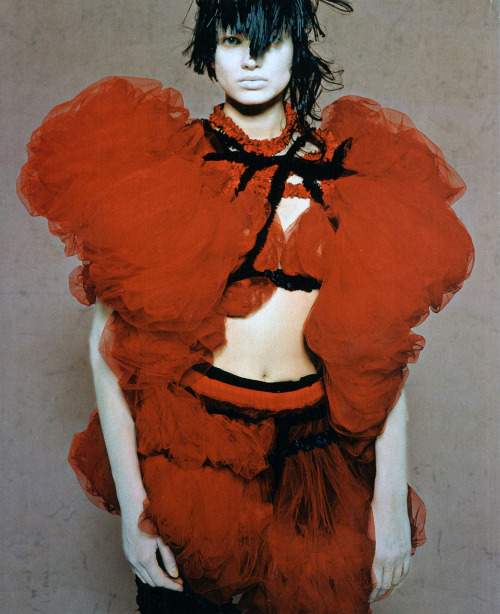 cotonblanc:   Comme des Garçons, from High Fashion, August 2008 Photography: Yoshiko Seino Make-up and hair: Katsuya Kamo Model: Natalia Siodmiak  Japan Fashion NowPublished in association with The Museum at the Fashion Institute of Technology, New York