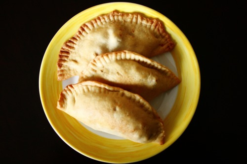 octaviomariamadison:  made chicken empanada yastarday. well my ate made them but i flattened the dough atleast. and washed the dishes hahaha