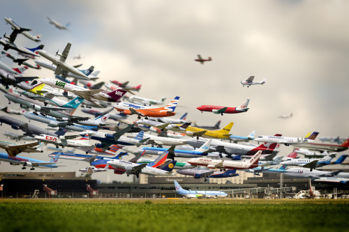 docudom:  A composite of planes taking off from Hanover airport: via @duncangeere