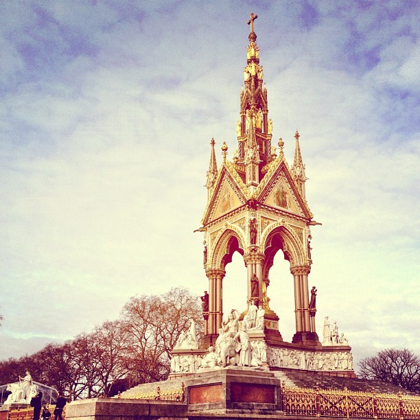 At Burberry nice and early #lfw (Taken with Instagram at Albert Memorial)