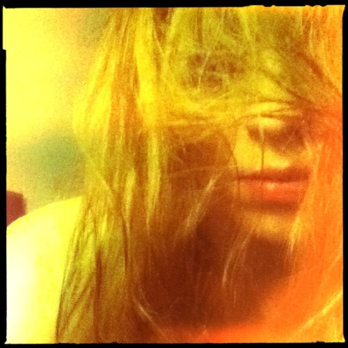 Meeh.  Chunky Lens, Blanko Noir Film, No Flash, Taken with Hipstamatic