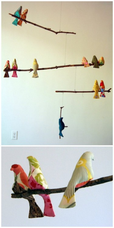 rainbowsandunicornscrafts:  DIY Bird Mobile. Ridiculously easy pattern and perfect for a kid's room, shower present or anywhere! From Spool here, and the pattern for the birds here.