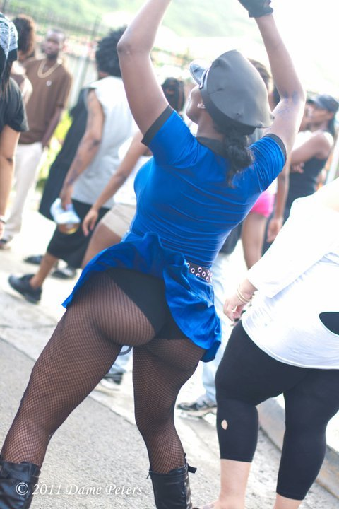 carnivalsfinest:  Bottom In De Road