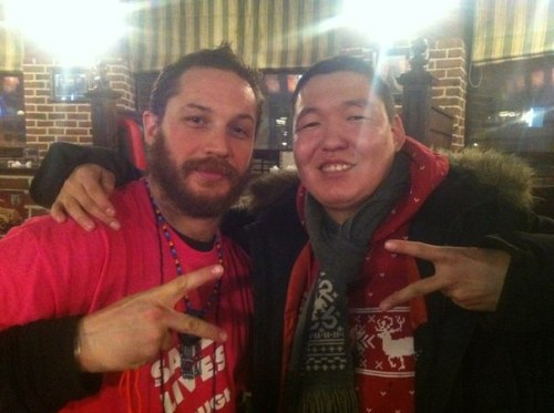 dar-jan:  http://vk.com/tom_hardy_club