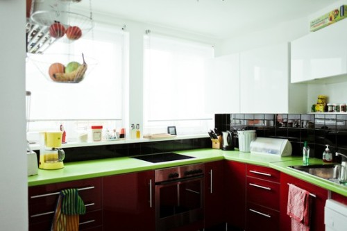 Splash color in the kitchen  Photography: Ailine Liefeld