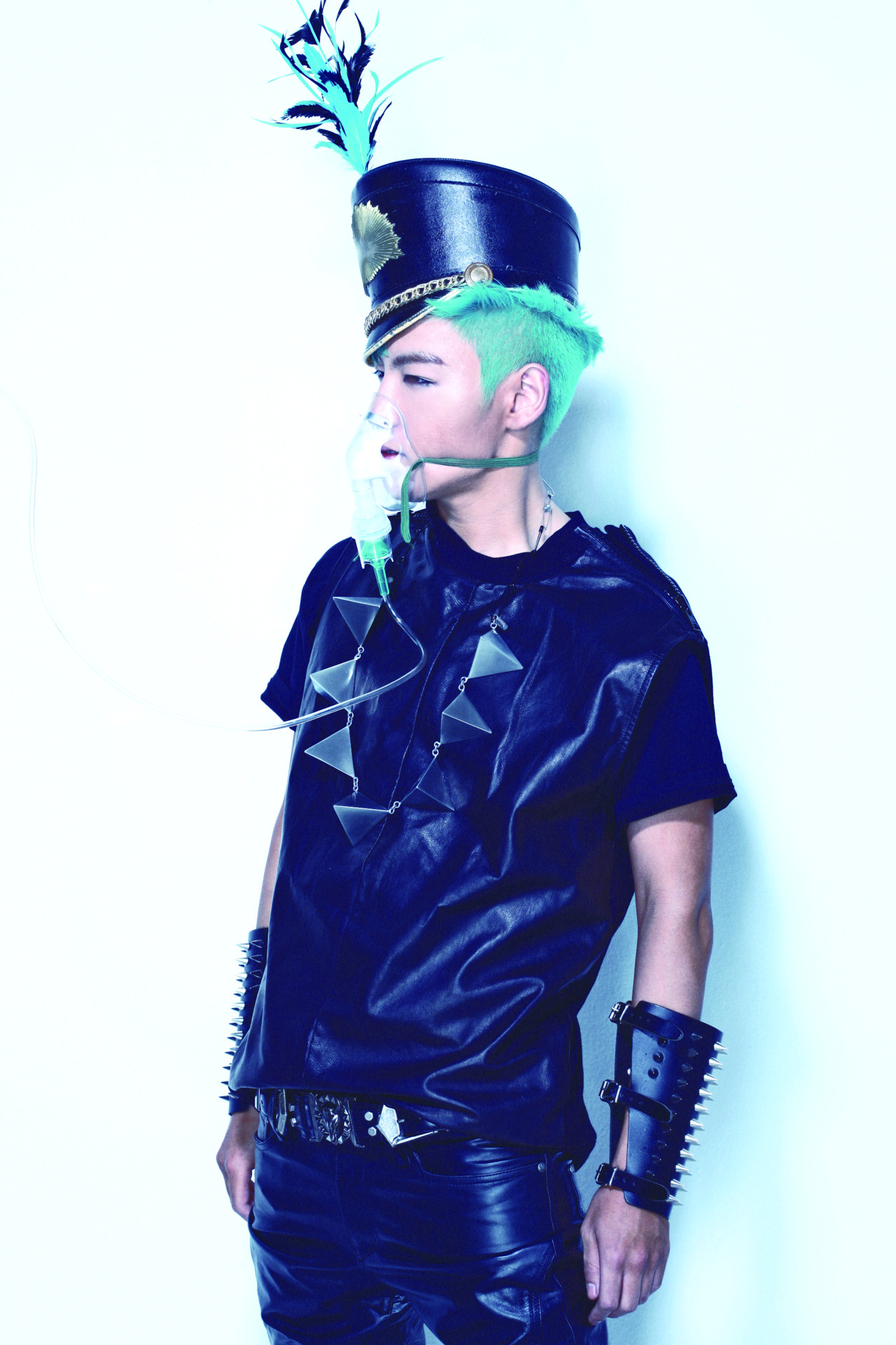 "Taeyang's me2day update! (120219)  ""TOP IS ALIVE""  source: Taeyang's me2day"
