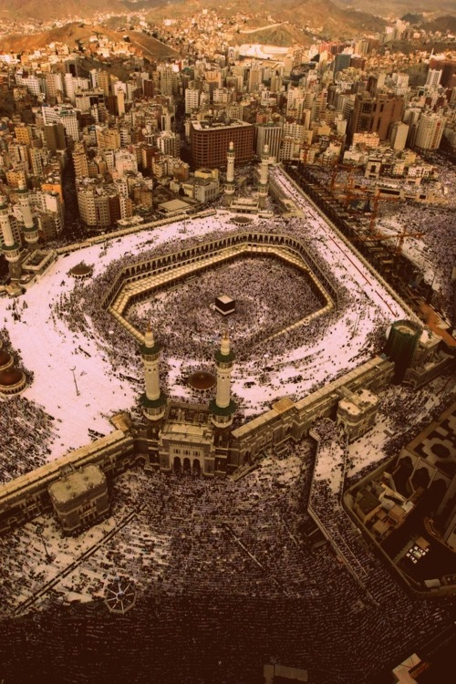 najuaboltz:  the center of the earth, Mecca.