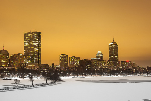 fuckyeahlaughitoff:  Boston Skyline by ctanner999 on Flickr. a, mai.