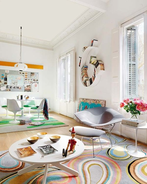 homedesigning:  Barcelona House Oozes Color  that is a wonderful bookshelf!
