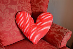 lovely heart cushion tutorial i WILL be trying out to brighten up my new grey sofa-bed