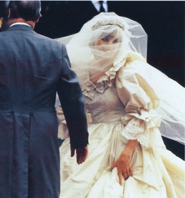 peoplefamedeeds:  Princess Diana on her wedding day