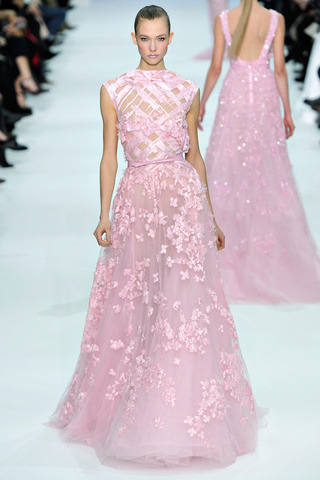 @ElieSaabWorld pink dress to feel like a princess! #FashionIs…