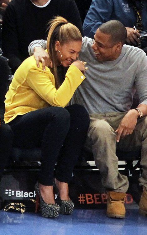 Jay-Z and Beyonce LOLing at the Knicks game