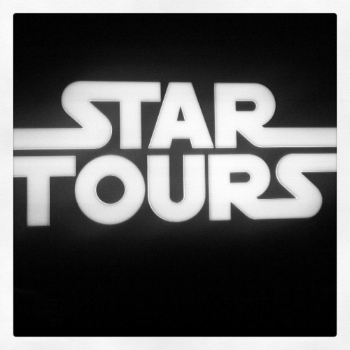star wars : disneyland #time2flycalifornia #vacation #iphoneography #havingfun  #instagram #puertoricotocalifornia #california #losangeles #starwars #sign #disneyland #anaheim  (Taken with Instagram at Disneyland)