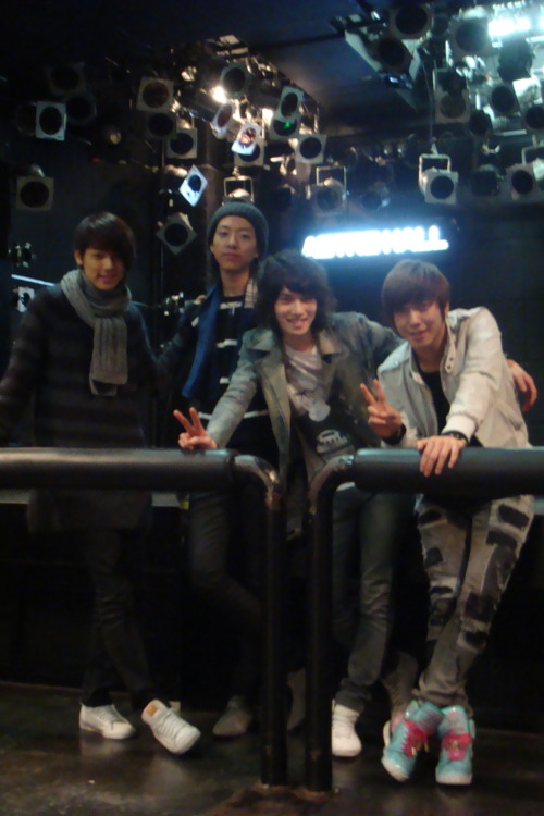 [Predebut] Dec 2009 - CNBLUE @ Astro Hall Today CNBLUE will perform at Astro Hall again for their Fanclub Tour 2012 Performance start at 7.30pm