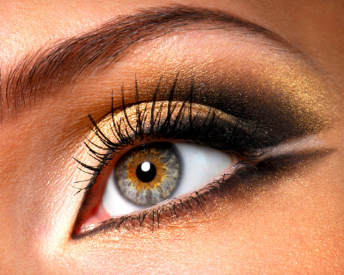 Check put our favorite double-winged eye liner looks!