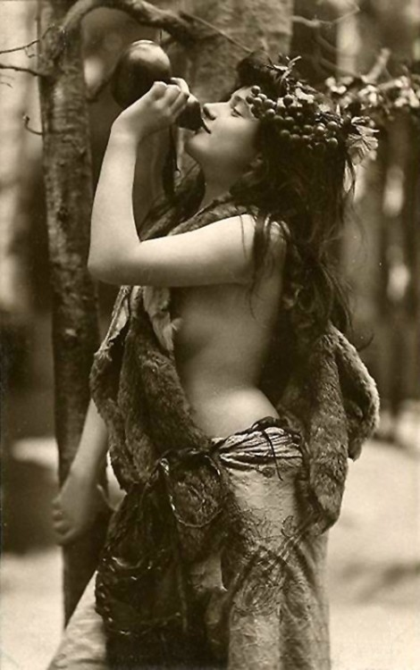 Maenad vintage photo 1926