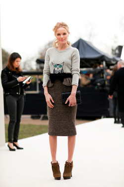 harpersbazaar:  Kate Bosworth at Burberry Prorsum Photo credit: Mr. Newton