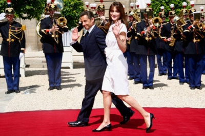 President of the French Republic Nicolas Sarkozy 5′ 5″ and  wife Carla Bruni 5′ 9″