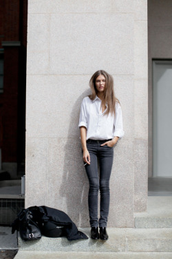 L'olifant Rose: White shirt and jeans is always classy and somewhat sexy.