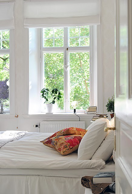 I would like to wake up in a room like that. myidealhome:  calm and bright (via IDA Interior LifeStyle)