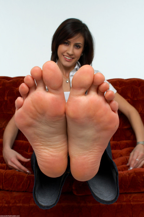footfetish:  http://footfetish.tumblr.com/ #footfetish #feet #soles