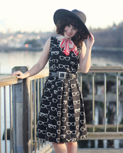 We love the unique pattern of the Frames and Fortune Dress, and how Elizabeth Styled it! via Delightfully Tacky.