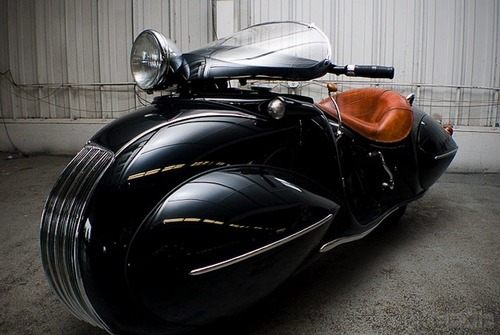 Dieselpunk motorcycle - Art deco bike rebuilt by Frank Westfall