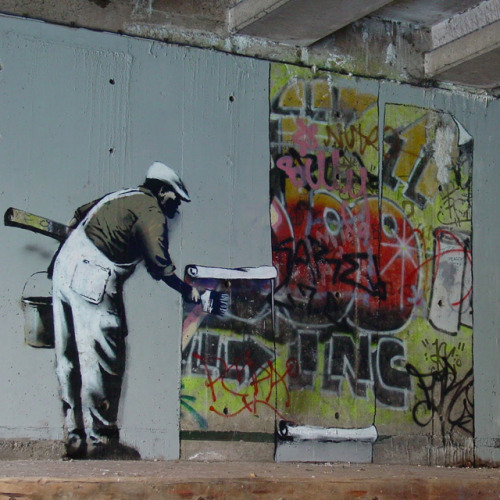 justbeenjustin:  Banksy Wallpaper Graffiti @ Regents Canal, London