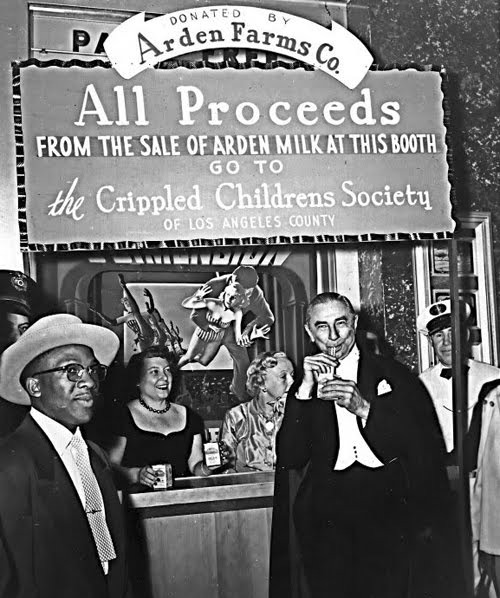 vintagegal:  Bela Lugosi drinking milk at the House of Wax premiere (1953)