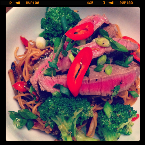 HomeCookin'- seared soy & vinegar marinated steak with stir fry noodles and broccoli.